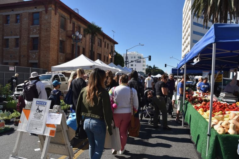 The Downtown Santa Monica Farmers Market is one of the great farmers markets in the Los Angeles area and one of the biggest in California. #losangeles #farmersmarket #santamonica #familytravel