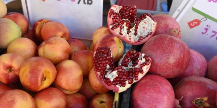 There are so many great farmers markets in Los Angeles! #farmersmarket #losangeles #pomegranate