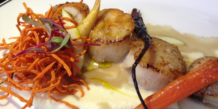 seared scallops at Avalon Grille