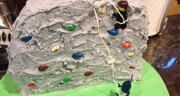 rock-climbing-birthday-cake-momsla