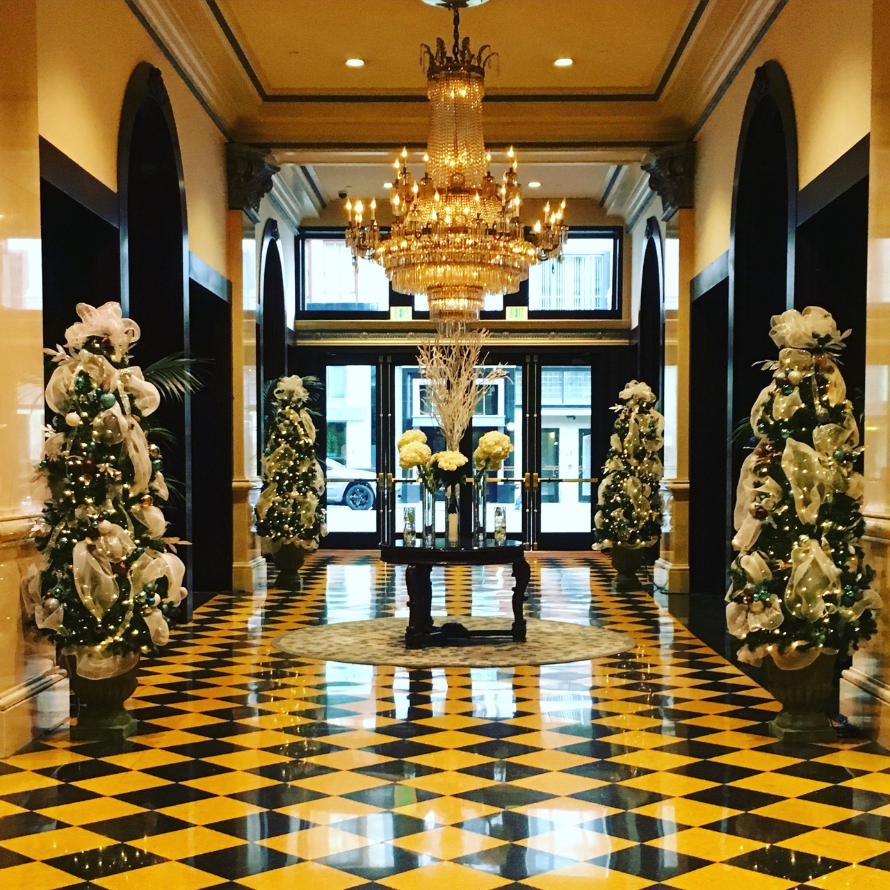 Lobby of the US Grant Hotel in San Diego's Gaslamp District (photo by Yvonne Condes)