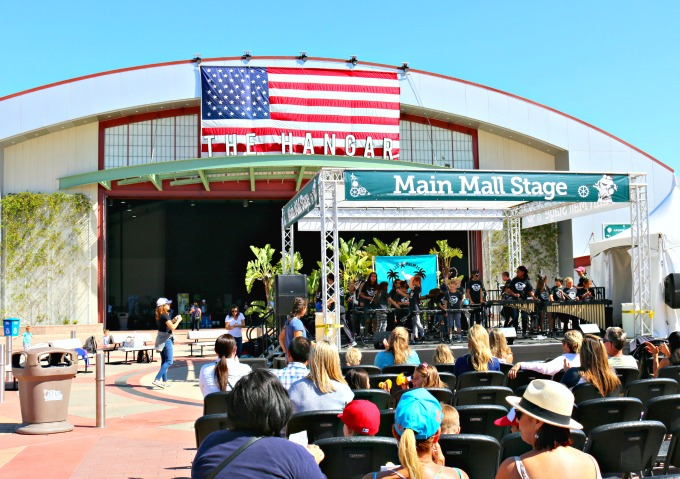 Imaginology-Main-Mall-Stage