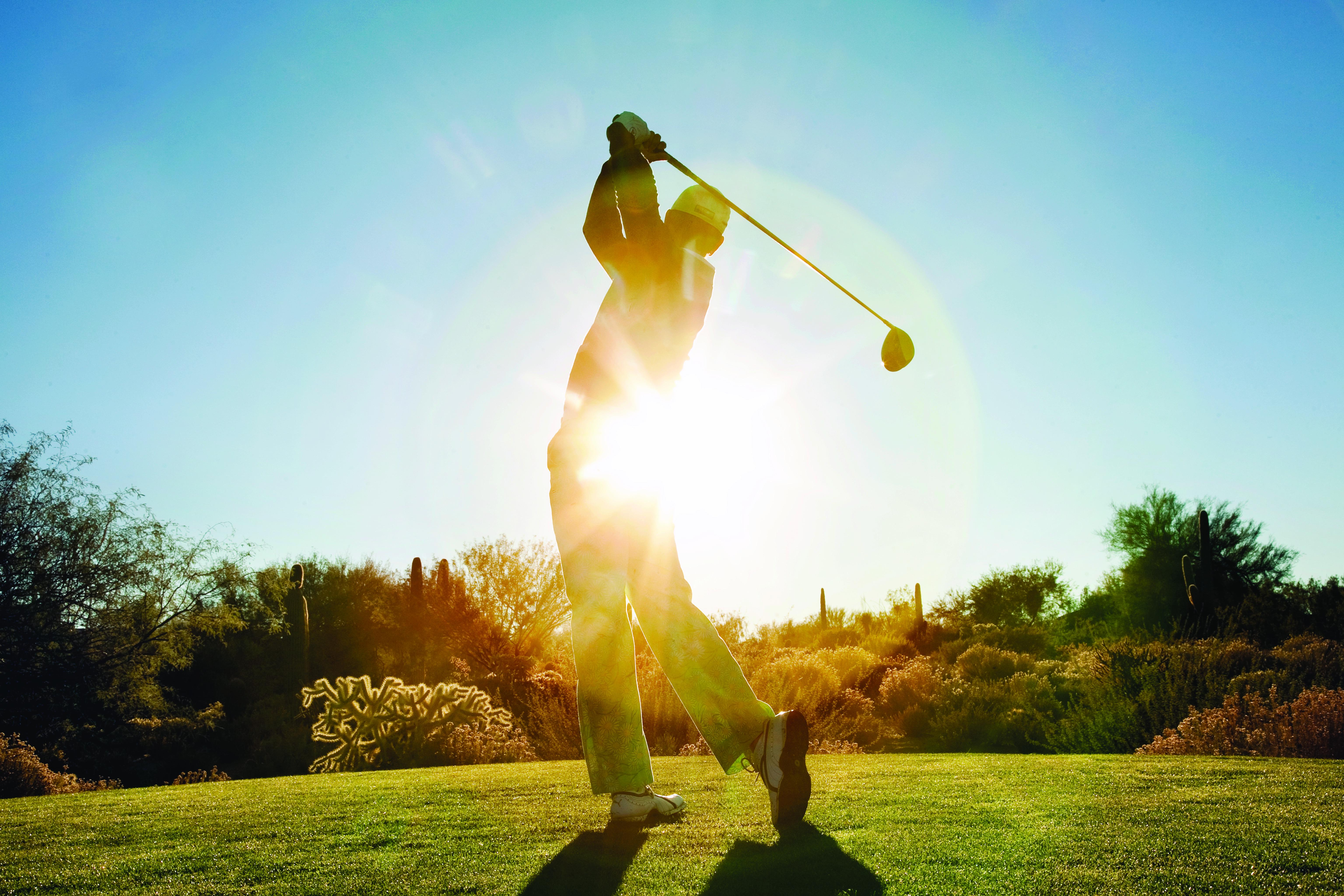 © Visit Phoenix / Courtesy Visit Phoenix Golf swing in the sun