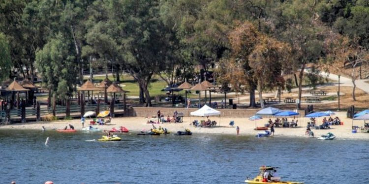 Boating on Puddingstone Lakes in Bonelli Park is one of the fun things to do in San Dimas, California