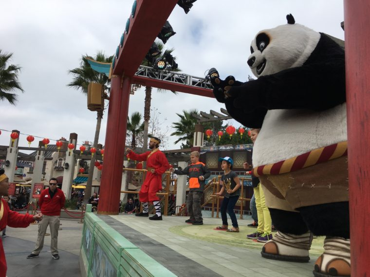 Po helps get Dragon Warrior training at Universal Studios Hollywood