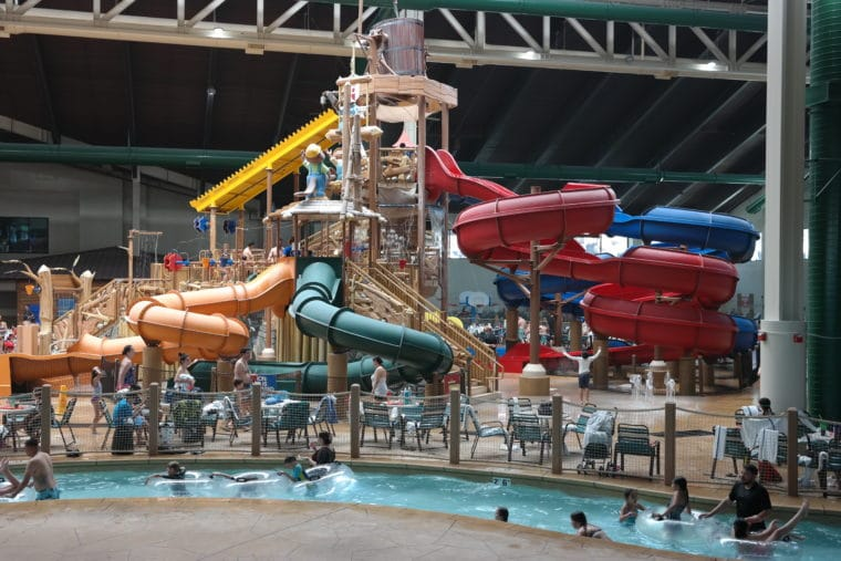 big play structure in Great Wolf Lodge water park