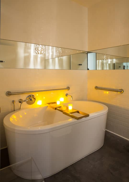 bath tub at Spa Le La