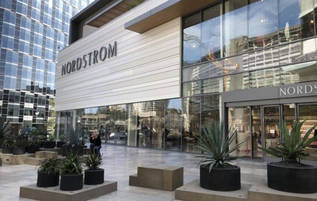 Westfield Century City has it all - a beautiful location, amazing shops and great food choices. It's on our list of the best malls in and around Los Angeles. #shopping #losangeles #familytravel #losangelesmalls #westfieldcenturycity