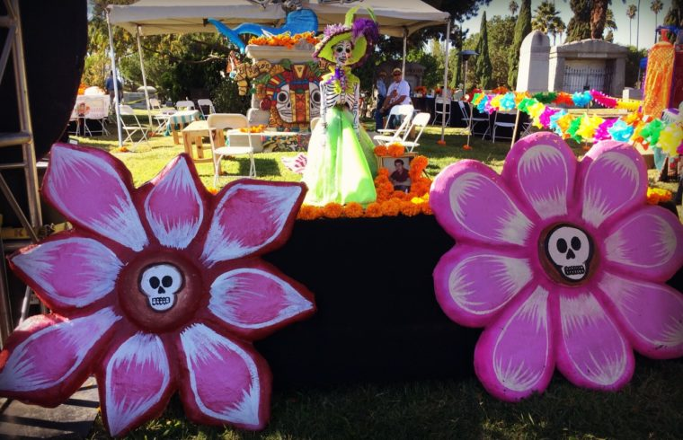 Dia de los muertos at Hollywood Forever Cemetery in Los Angeles is one of the amazing events in Los Angeles to celebrate Dia de los Muertos. #diadelosmuertos #muertos #altar #diadelosmuertosaltar #losangeles #hollywoodforevercemetery