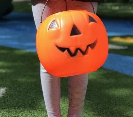 Don't want to go door to door on Halloween? Here are some great places to go trick or treating in the Los Angeles area. #halloween #halloweenlosangeles #trickortreating #pumpkin #thingstodoinla #losangeles
