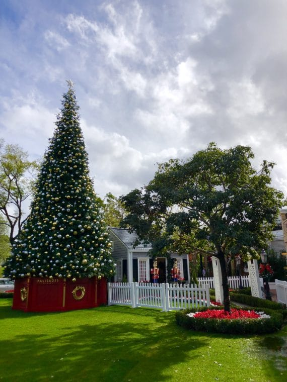 Visiting Santa in the Palisades Village is one of the great places to chat with St. Nick. #santa #losangeles #californiaholidays #losangelesholidays