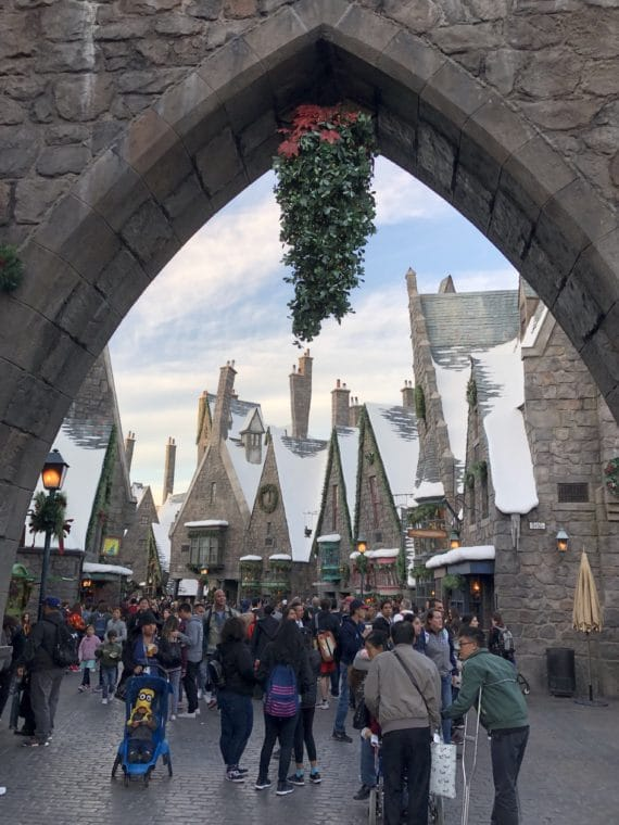 The Wizarding World of Harry Potter at Universal Studios Hollywood is all dressed up for the holidays! #universalstudios #harrypotter #wizardingworldofharrypotter