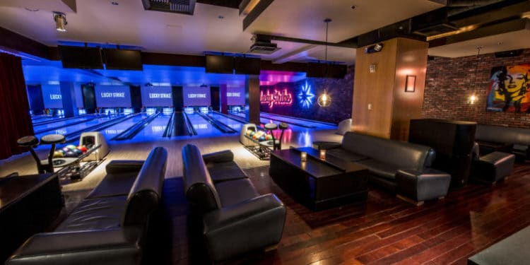 Lucky Strike at LA Live is one of the fun places to see the LA Rams take on the New England Patriots in the Super Bowl. #losangeles #familytravel #losangelesrestaurants