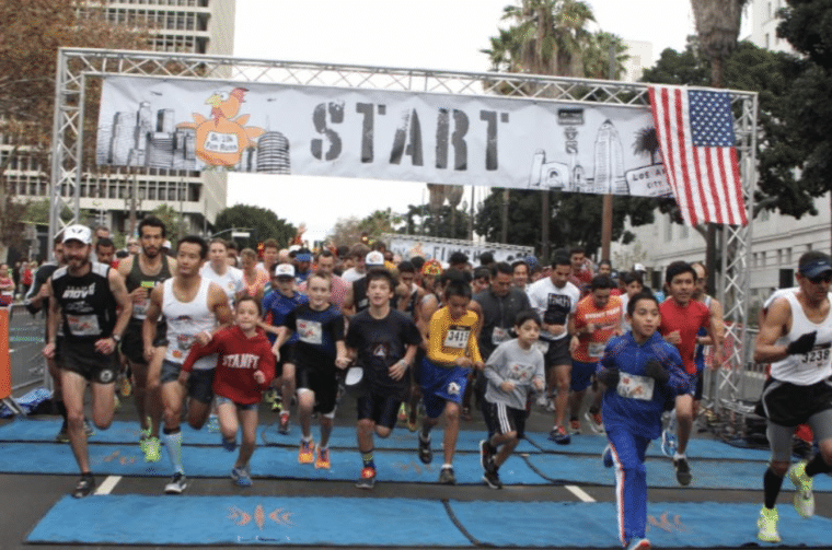 runners at starting line of Turkey Trot Los Angeles