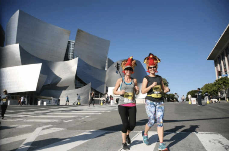 runners in front of Disney Hall  Turkey Trot Los Angeles