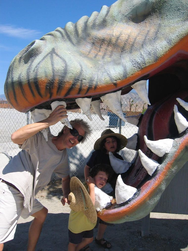 dad and kids in cabazon dinosaur