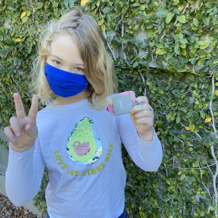 Safe-geocaching-outfit-with-a-mask