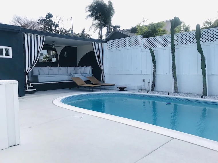 custom home vrbo with pool and cabana
