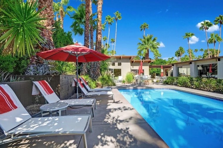private modern desert vrbo stay with pool