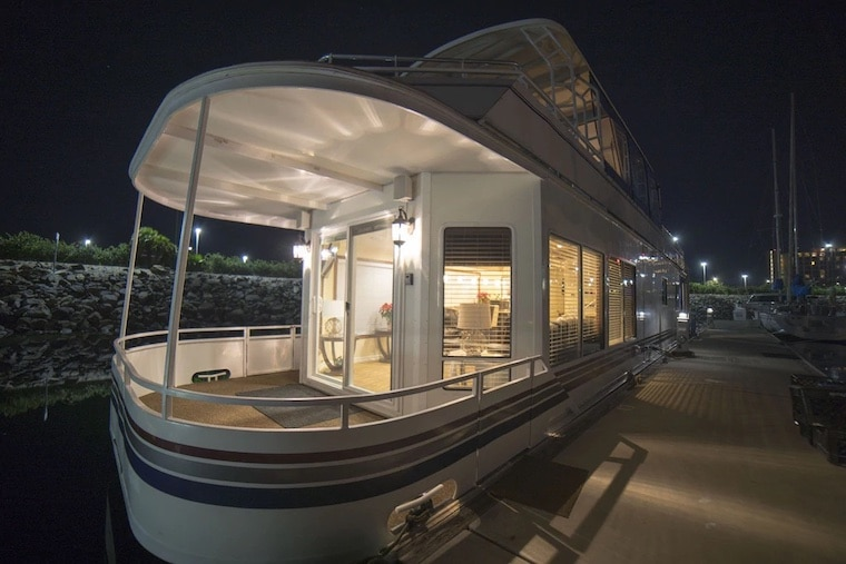houseboat vrbo in San Diego
