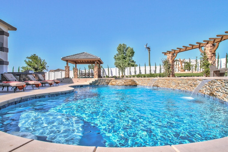 pool at stunning wine country estate in temecula