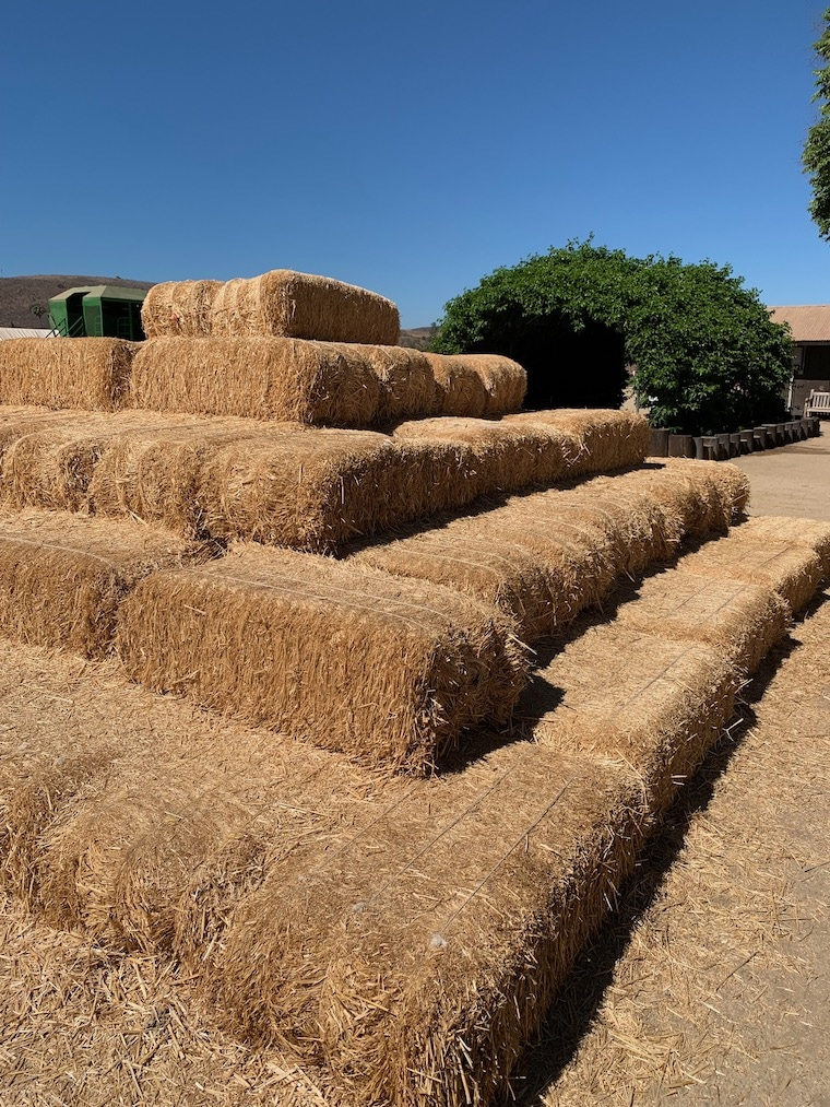 Hay-bale-pyramid-at-Underwood-Family-Farms